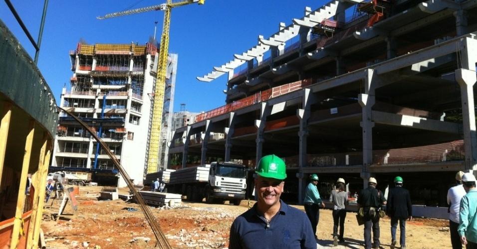Marcos visita as obras da Arena Palestra, estádio do Palmeiras, com três meses de trabalho