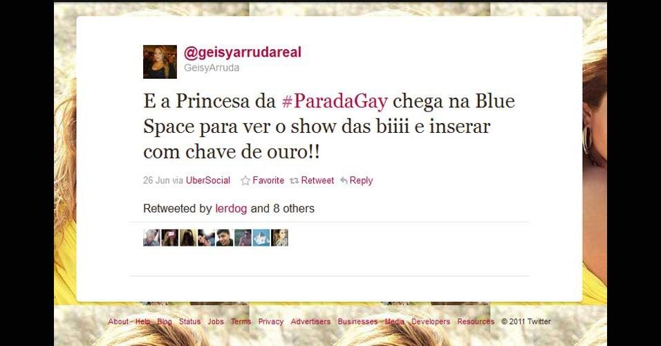 2011 - Geisy Arruda, que ficou famosa pelo vestido com que foi para a universidade, trocou ''encerrar'' por ''inserar'' no Twitter