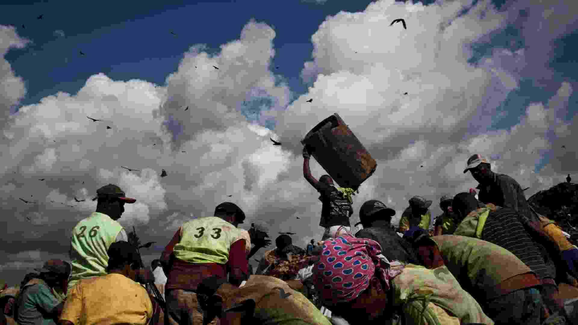 31.mai.2012 - Maior lixão a céu aberto da América Latina, Gramacho (Baixada Fluminense) encerrou suas atividades em junho de 2012 - Guillermo Giansanti/UOL