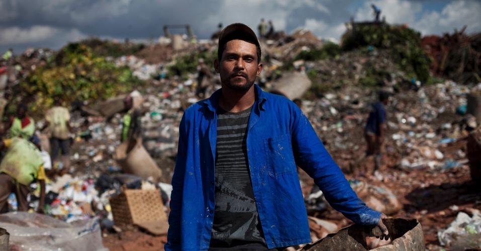 31.mai.2012 - O catador Gilcemar Inácio da Silva, 31, trabalhou durante oito anos em Gramacho