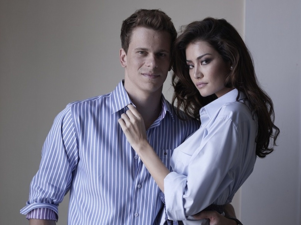 César Cielo posa para foto com modelo Juliana Imai