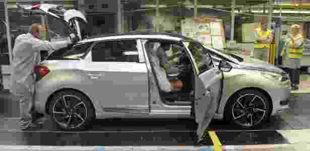Citroën DS3, DS4 e DS5 (foto) são alguns dos carros fabricados na fábrica de Sevel Nord, na França, que corre o risco de fechar caso os empregados não aceitem cortes de empregos - Sebastien Bozon/AFP