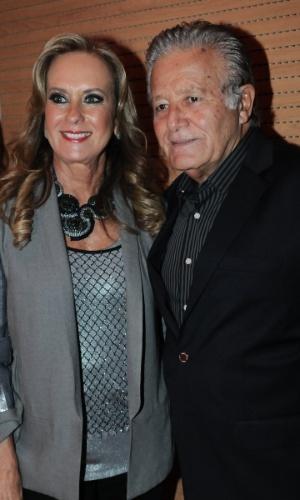 Helô Pinheiro, mãe de Ticiane Pinheiro, e o companheiro, Luiza Carlos, participam de evento beneficente em prol de pessoas com câncer de mama, em São Paulo (29/5/12)