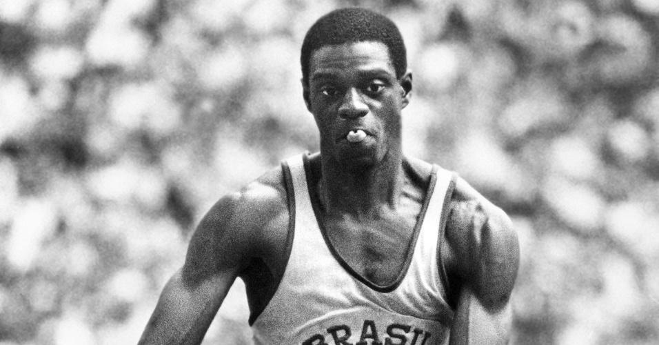 João do Pulo salta para conquistar o bronze nos Jogos Olímpicos de Montreal-1976