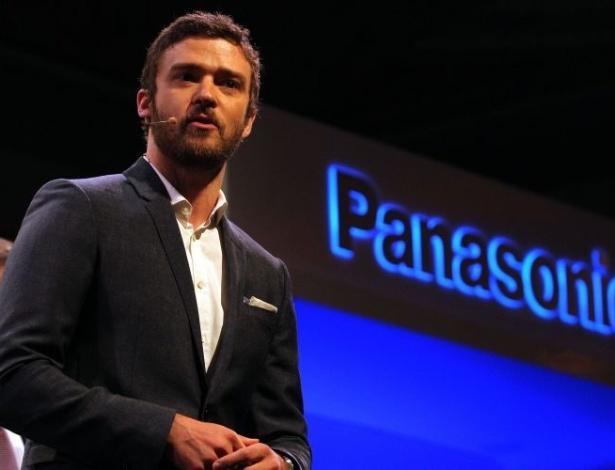 09.jan.2012 - Justin Timberlake, diretor criativo do MySpace, participa do lançamento do aplicativo MySpace TV em parceria com a Panasonic. A ideia do programa, por enquanto exclusivo para aparelhos da marca japonesa, é tornar social a experiência de ver TV. Por meio do aplicativo, por exemplo, os usuários podem fazer uma espécie de chat durante um determinado programa ou saber o que os amigos estão vendo