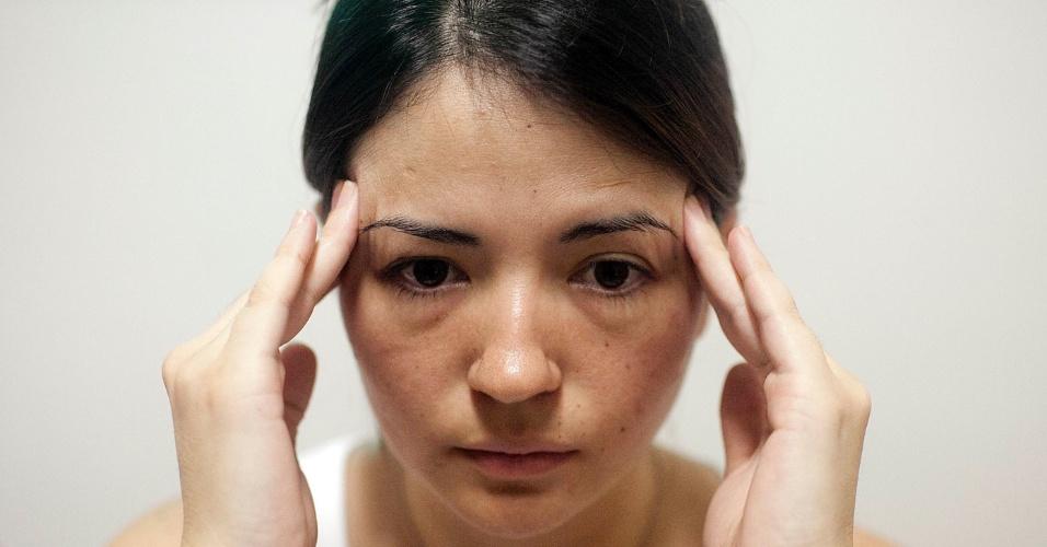 Luiza Sato - Automassagem para dor de cabeça 1
