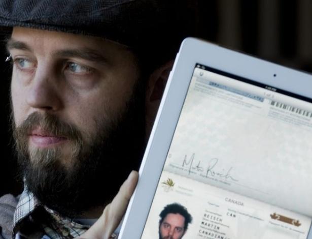 04.jan.2012 - O canadense Martin Reisch, 33, disse ter apresentado uma imagem digitalizada do passaporte no iPad ao policiais na fronteira com o Estado americano de Vermont, tendo assim a passagem liberada. Autoridades dos EUA negam, afirmando que ele também mostrou a certidão de nascimento (algo que Reisch, por sua vez, nega)