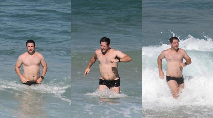 Murilo Benício foi à praia da Barra da Tijuca, zona oeste do Rio (30/5/12)