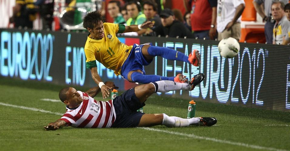Neymar sofre entrada dura de Jones durante o amistoso entre Brasil e EUA