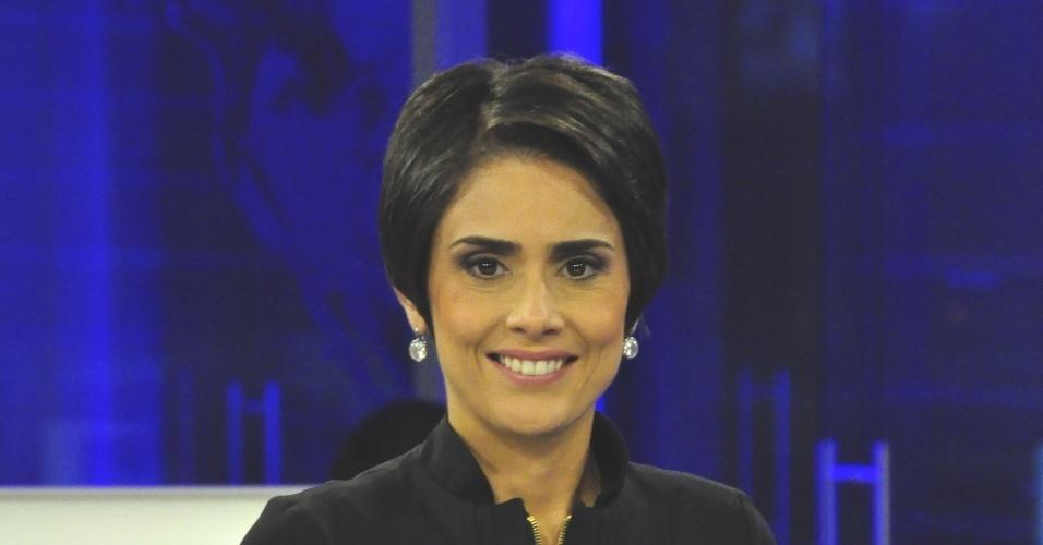 Rita Lisauskas, jornalista e ex-âncora do ''RedeTV! News'', escreveu em sua página no Facebook em dezembro de 2011 que não recebia seu salário havia dois meses. Foi então afastada