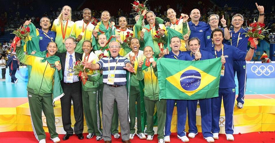 Seleção feminina de vôlei comemora a conquista da medalha de ouro nos Jogos Olímpicos de Pequim-2008