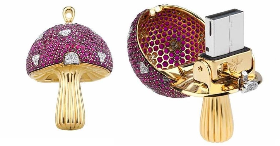 16.abr.2012 - A joalheria suíça Shawish criou o pendrive em forma de cogumelo encrustado de diamantes e safiras rosas. Quanto ele custa? Incríveis US$ 37 mil por apenas 32 GB de espaço para armazenamento