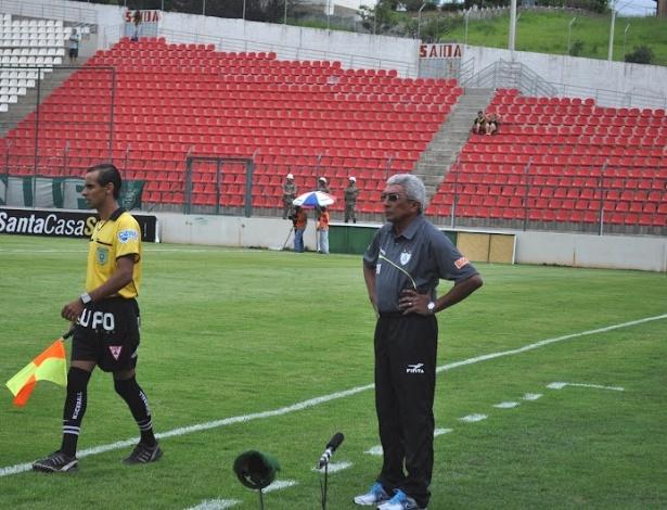 Técnico Givanildo Oliveira durante jogo do América-MG