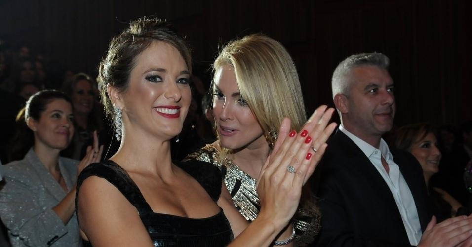Ticiane Pinheiro e Ana Hickmann dançam ao som de Roberto Justus e convidados em evento beneficente, em São Paulo (29/5/12)