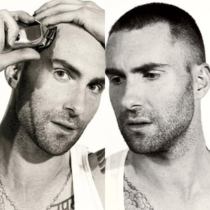 """Vocalista do Maroon 5, Adam Levine raspa a cabeça para ensaio da revista """"Details"""""""