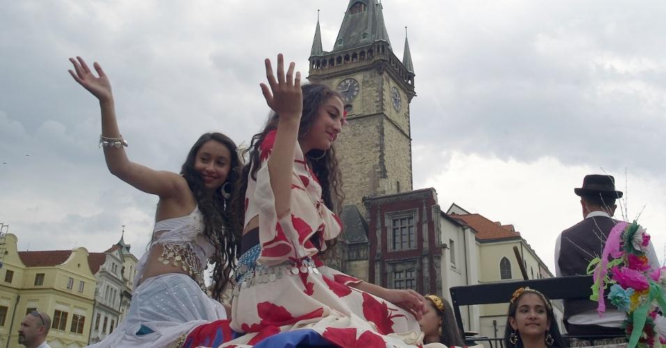 31.mai.2012 - Artistas ciganos do mundo todo se apresentam nesta quinta-feira (31) no Festival Mundial de Ciganos Khamoro, em Praga, na República Tcheca