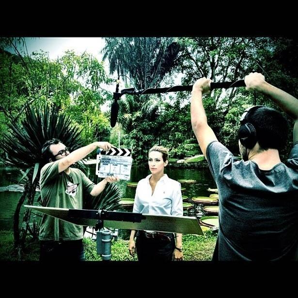 Cleo Pires divulga foto de gravação no Jardim Botânico, na zona sul do Rio (31/5/2012)