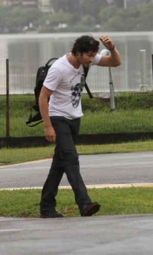 Ian Somerhalder embarca para São Paulo (31/5/12)