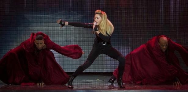 """Madonna toca músicas de seu novo álbum na estreia da turnê de """"MDNA"""" em Tel Aviv, Israel (31/5/2012)"""