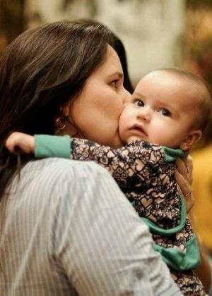 Mariana Belém divulga foto para comemorar os cinco meses da filha (31/5/2012)