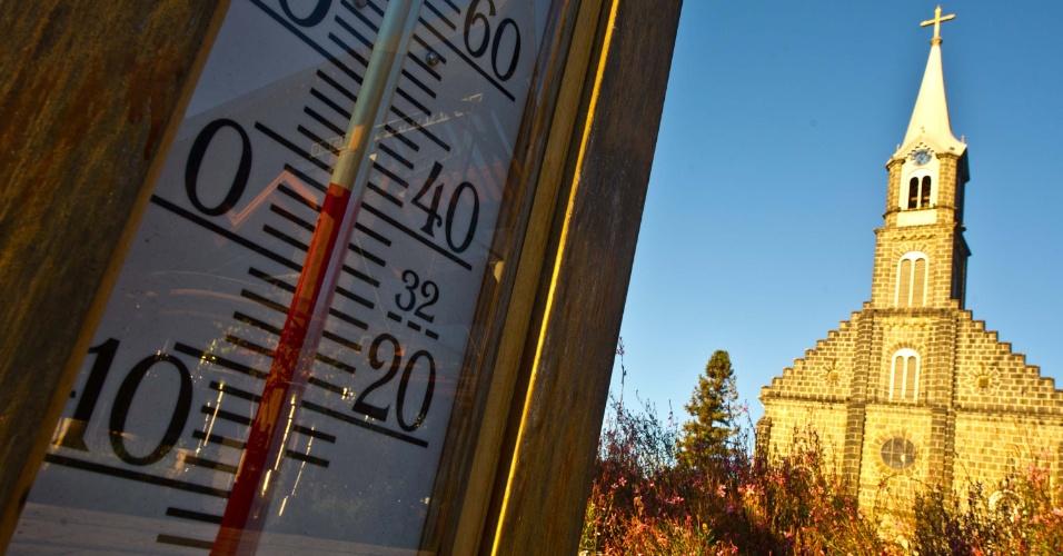 1º.jun.2012 - Cidade de Gramado (RS) amanhece com temperaturas baixas na manhã desta sexta-feira (1º)