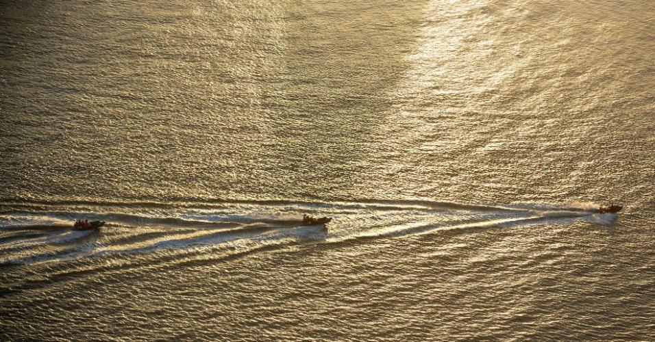 31.mai.2011 - Ativistas do Greenpeace voltaram a protestar nas proximidades do porto de Itaqui, em São Luiz, no Maranhão,  contra a produção de ferro, que, segundo ela, tem deixado um rastro de desmatamento, além de praticar o trabalho análogo ao escravo e ameaçar povos indígenas