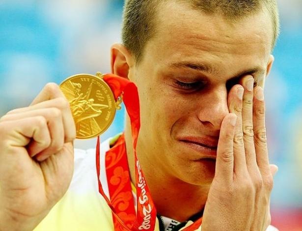 Cesar Cielo se emociona ao conquistar a medalha de ouro nos Jogos Olímpicos de Pequim-2008