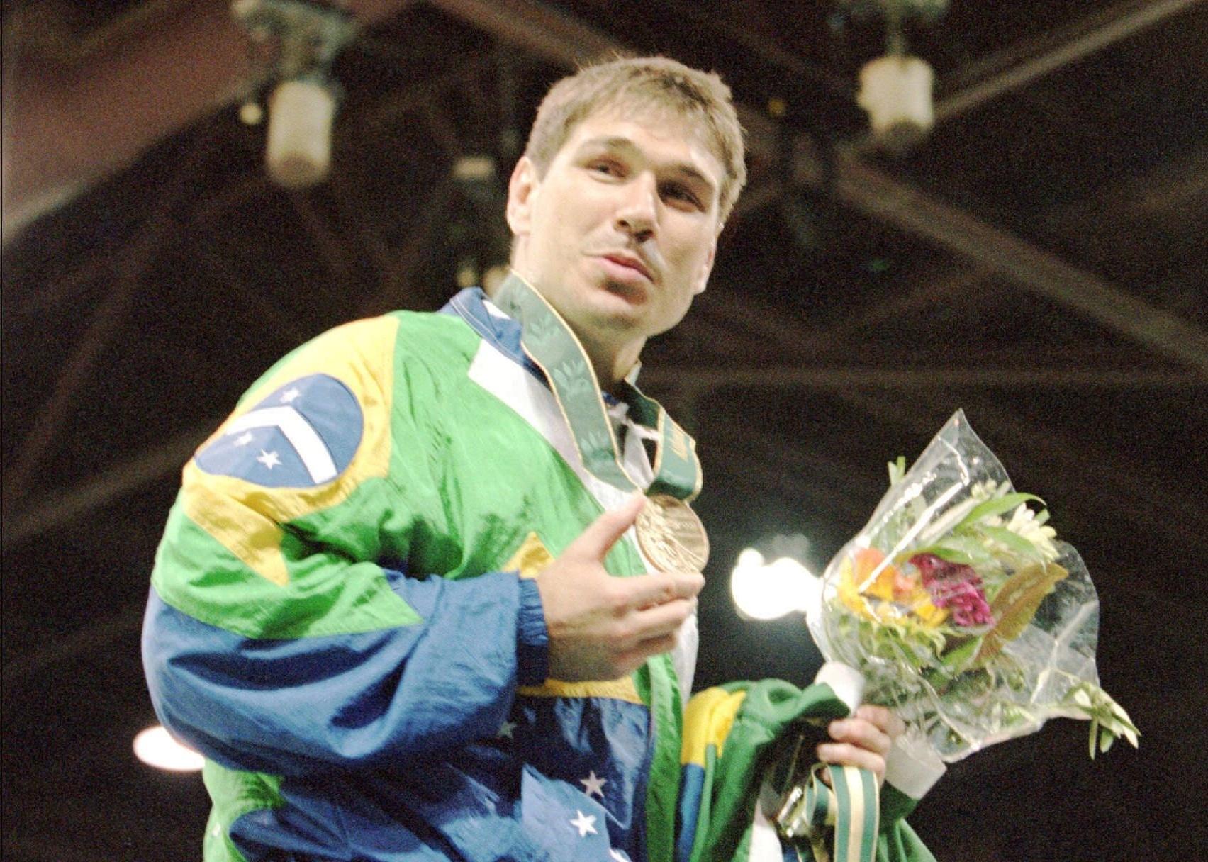 Judoca Aurélio Miguel conquista a medalha de bronze nos Jogos Olímpicos de Atlanta-1996