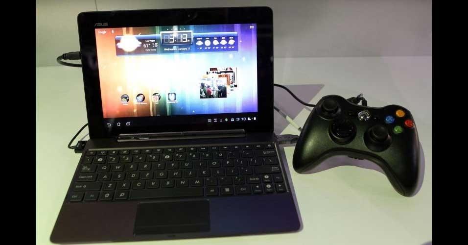 11.jan.2012 - A Asus apresentou o tablet Transformer Prime durante a CES 2012, feira de tecnologia realizada nos EUA. O tablet é um dos primeiros a terem um processador de quatro núcleos. O computador portátil tem tela de 10,1 polegadas, duas câmeras (uma traseira de 8 megapixels e uma frontal de 1,2 megapixel) e 1 GB de memória