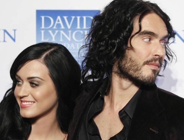 Katy Perry e Russell Brand se separaram oficialmente nesta segunda-feira (16)