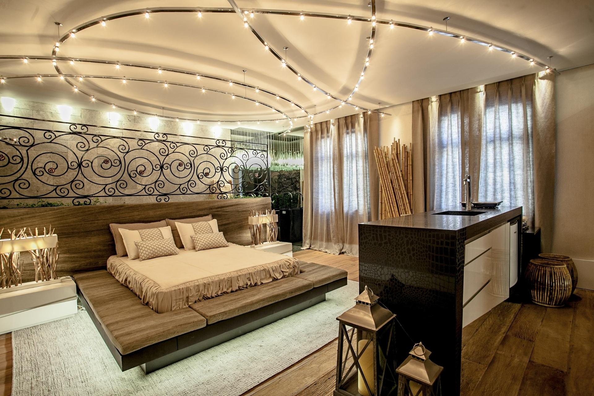 Nova Iorque e o estilista paranaense Jefferson Kulig nortearam o desenvolvimento do projeto Suíte de Hóspede, assinado pela arquiteta Renata Pisani, para a 19ª Casa Cor PR