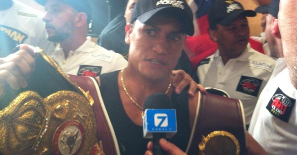 Popó após pesagem no Uruguai, onde encara Michael Oliveira em sua despedida do boxe