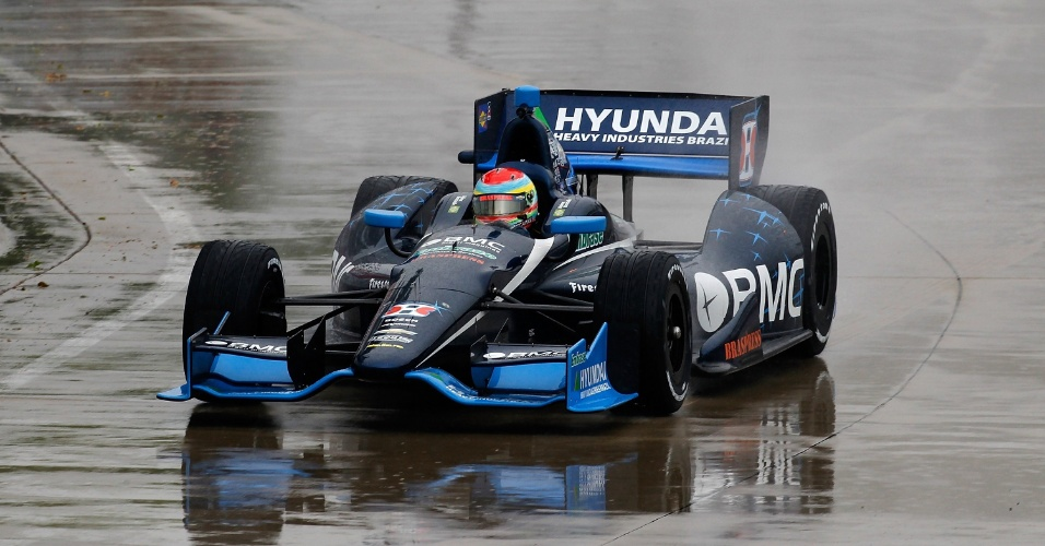 Rubens Barrichello durante o primeiro treino livre da etapa de Detroit da Indy