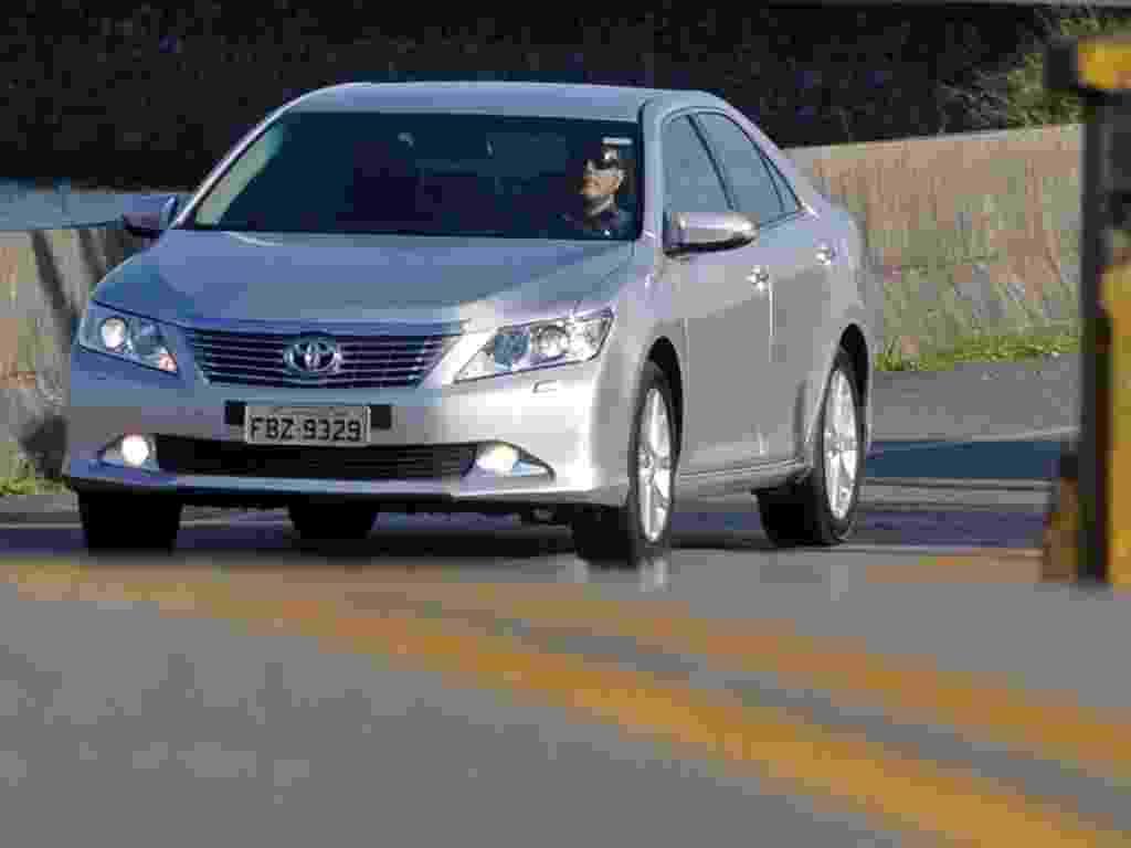 Sedã grande Toyota Camry chega à sétima geração, importada do Japão desde março - Murilo Góes/UOL