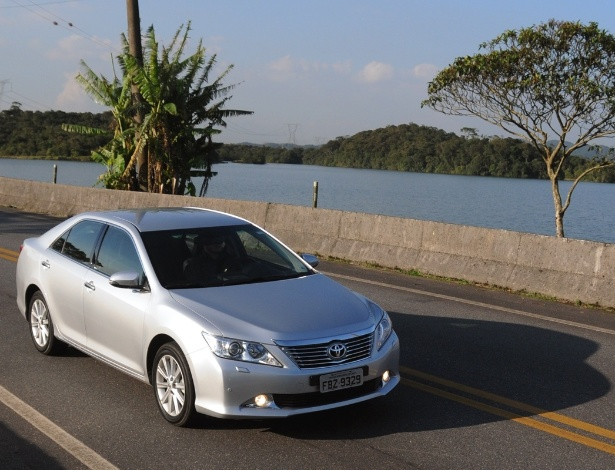 Todo reto: novo Toyota Camry abandonou os traços delgados da geração anterior - Murilo Góes/UOL