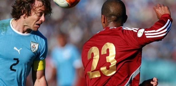 Lugano saiu aos 32 min do segundo tempo, e o Uruguai sofreu o empate aos 38 min