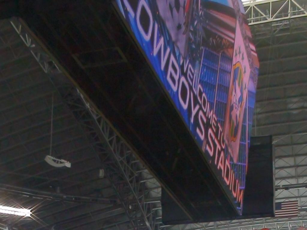 Thiago Silva dá entrevista no estádio Dallas Cowboys, palco de Brasil x México