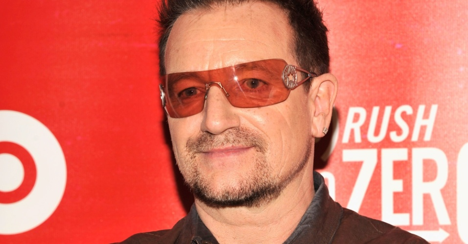 Bono Vox comparece a evento no Soho, em Nova York (2/6/12)