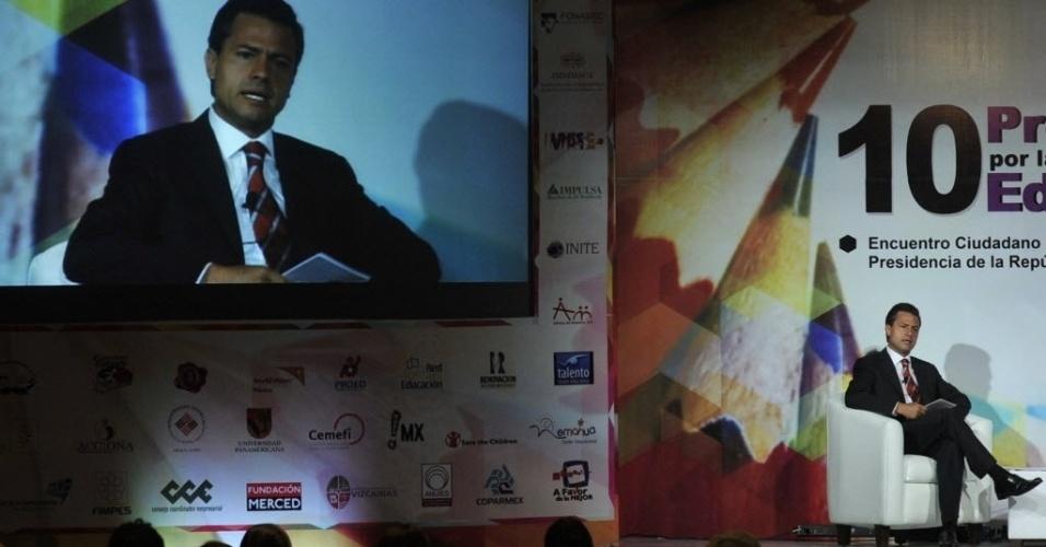 04.jun.2012 - O candidato à Presidência do México pelo PRI (Partido da Revolução Institucional), Enrique Peña Nieto, discursa durante evento na Cidade do México nesta segunda-feira (4)