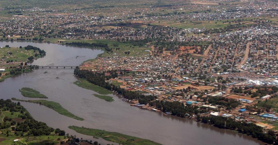 4.jun.2012 - Foto aérea de Juba, capital do Sudão do Sul, que celebra um ano da independência do Sudão. O mais novo e um dos mais pobres países do mundo está sobre um mar de combustíveis fósseis. Com a independência, os sul-sudaneses ficaram com 75% das reservas petrolíferas do antigo Sudão