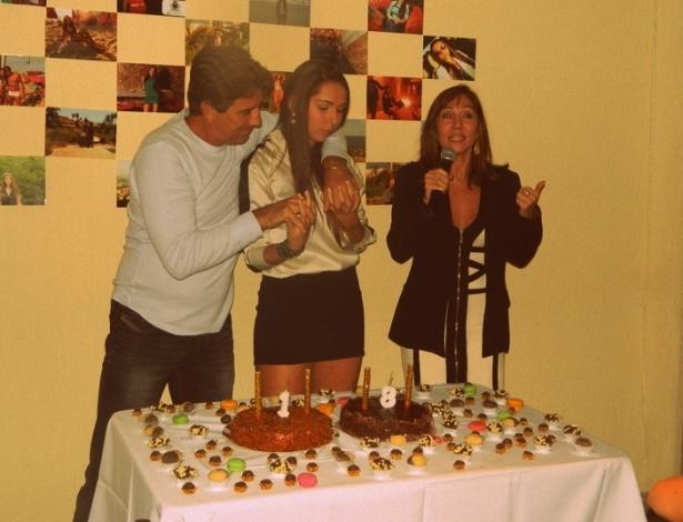Carol Portaluppi comemora aniversário de 18 anos, ao lado do pai Renato Gaúcho