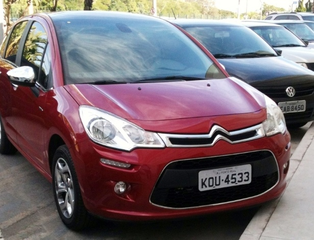 Citroën C3 com placa de Porto Real (RJ), sede da PSA, visto em São José dos Campos (SP) - Renato Okamoto/UOL