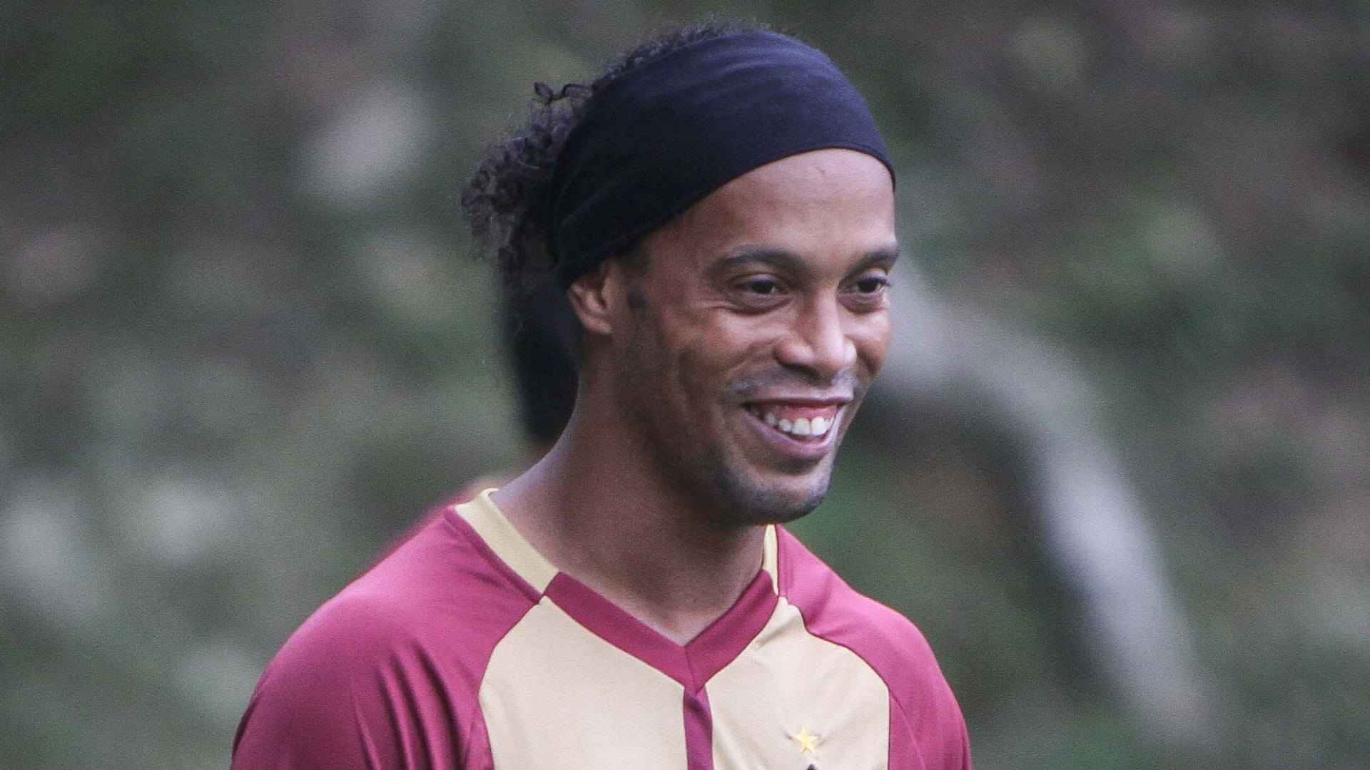 Ronaldinho Gaúcho com camisa de treino do Atlético-MG
