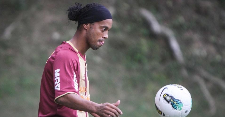 Ronaldinho Gaúcho faz seu primeiro treino com a camisa do Atlético-MG na Cidade do Galo
