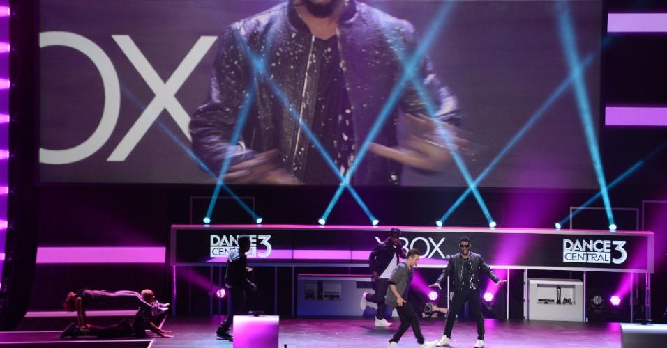 Usher prometeu disse que estava mostrando ao vivo alguns dos movimentos contidos no game