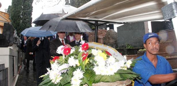 O funeral do empresário Marcos Kitano Matsunaga, 40, diretor-executivo da empresa de alimentos Yoki, foi realizado no cemitério São Paulo na tarde desta terça-feira (4)