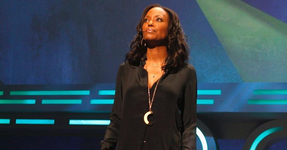 A atriz Aisha Tyler apresentando a conferência da Ubisoft