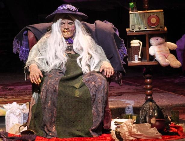 """Eduardo Sterblicth é """"A Velha"""" em peça encenada às segundas-feiras no Teatro Abril (4/6/12) - Manuela Scarpa/PhotoRioNews"""