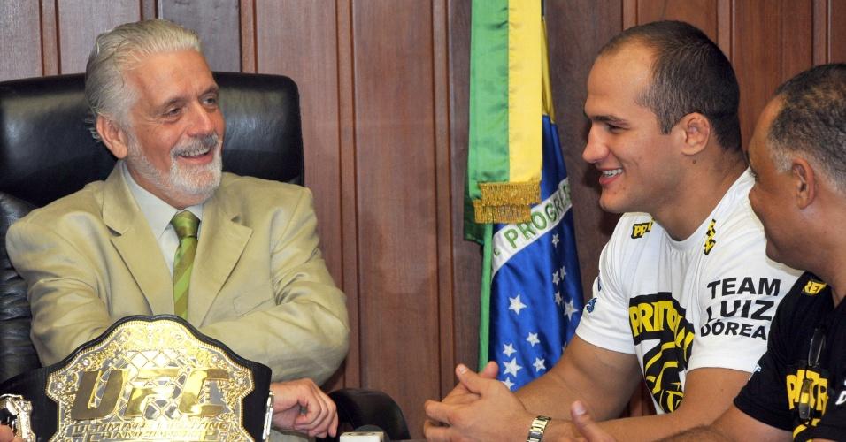 Governador Jacques Wagner recebeu Júnior Cigano após a defesa do cinturão do UFC