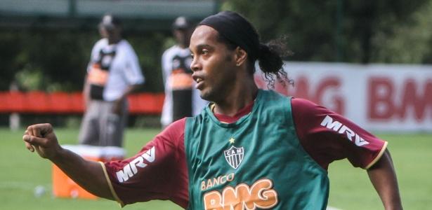 Ronaldinho Gaúcho já tem condição legal para atuar e deve estrear contra ... 02debba255ed7